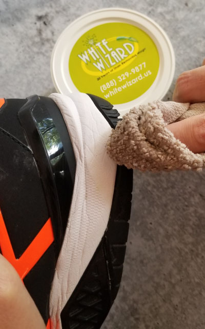 how to clean tennis shoes